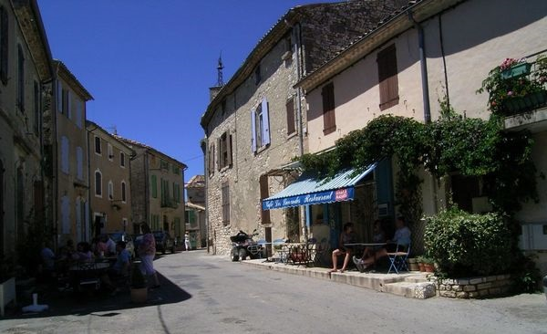 Bistrot de Pays Le Café Les Lavandes à Vachères